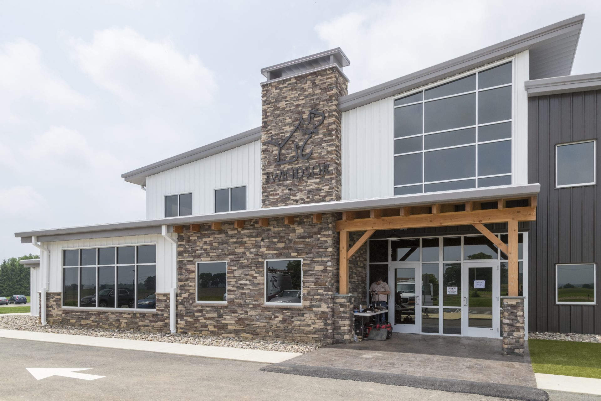 Canine Country Club – The Windsor